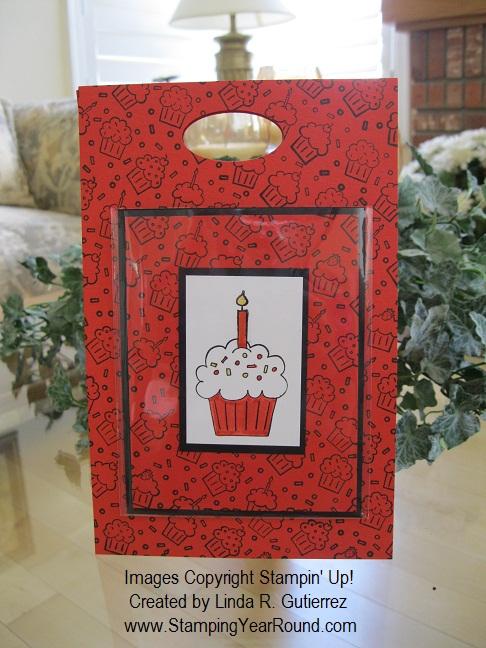 CUPCAKE GIFT BAG WITH MATCHING CARD